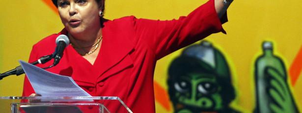 Dilma relança carteira de identidade única que Lula lançou em 2010