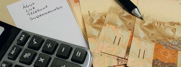 Aumento de tarifas, como água e luz, mantém em alta inflação