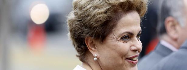 Dilma afirma que defenderá seu mandato 'com unhas e dentes'