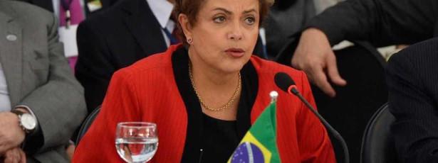 Ministros e líderes já estão no Alvorada para reunião com Dilma