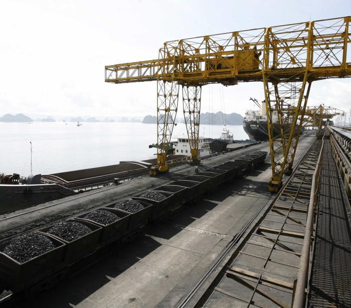 Atividade industrial na zona euro desacelera em janeiro