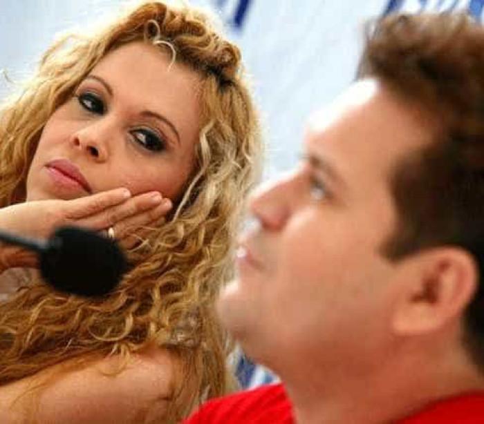Joelma aponta para Chimbinha ao falar de traição em show. Assista!