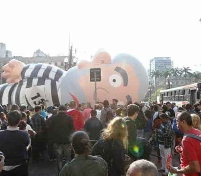 Manifestação contra o governo na Paulista tem princípio de tumulto