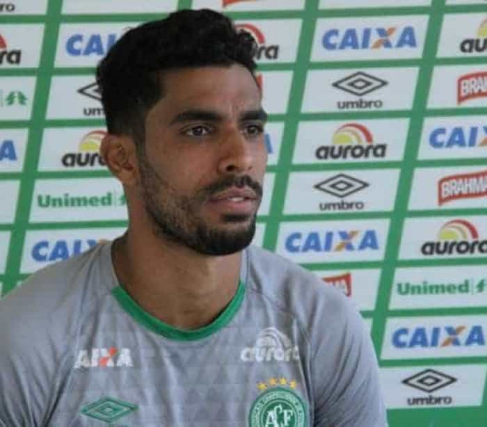 Corinthians anuncia contratação de zagueiro