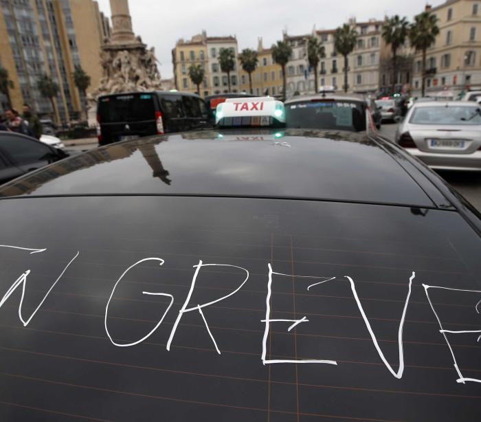Greve de controladores aéreos em França cancela 20% dos voos