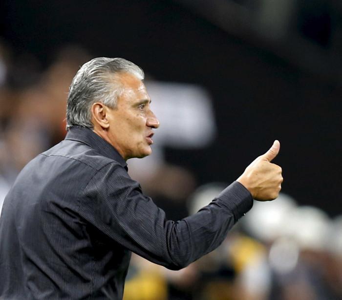 Corinthians perde de virada para o Vitória por 3 a 2