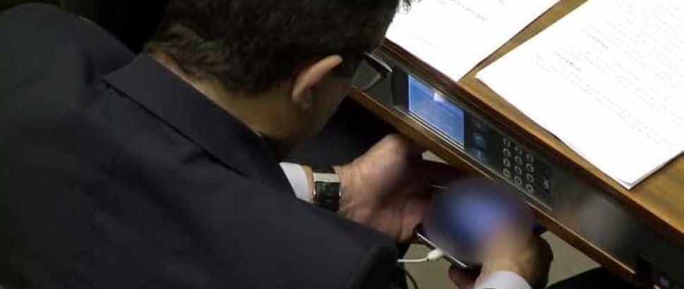Deputados assistem pornô durante votação em Brasília