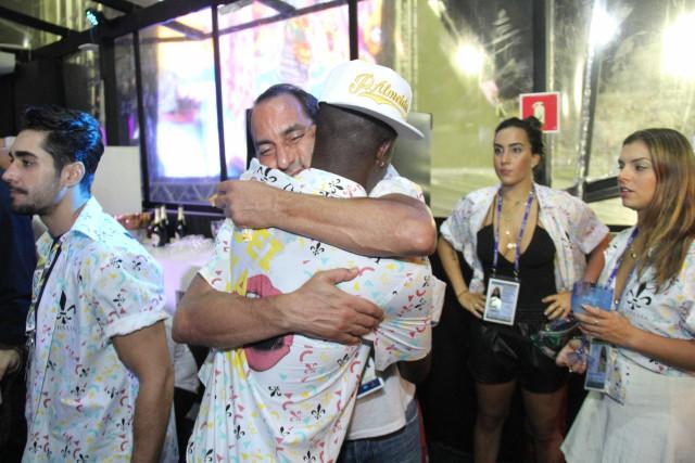 Após polêmica em comemoração, Neymar defende Vinícius Jr: 'Futebol está chato'