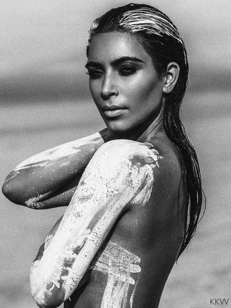 Kim Kardashian publica fotos nuas