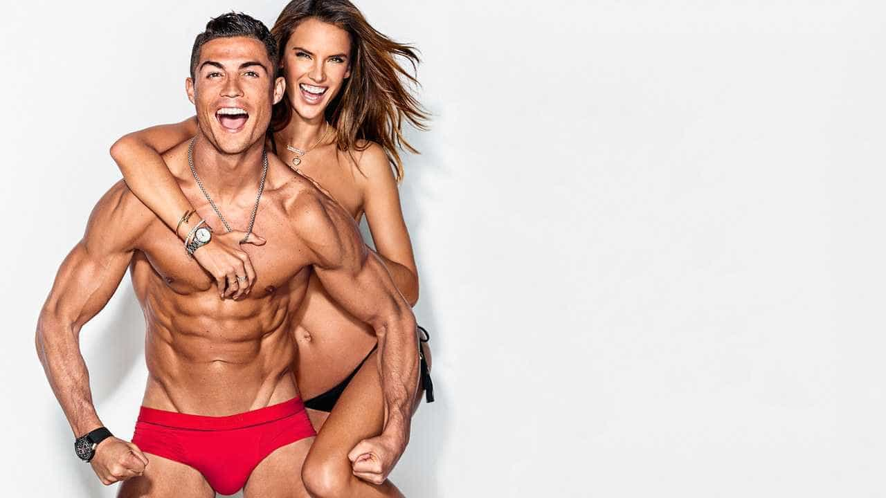 Cristiano Ronaldo posa com Alessandra Ambrósio para 'GQ' e faz revelação