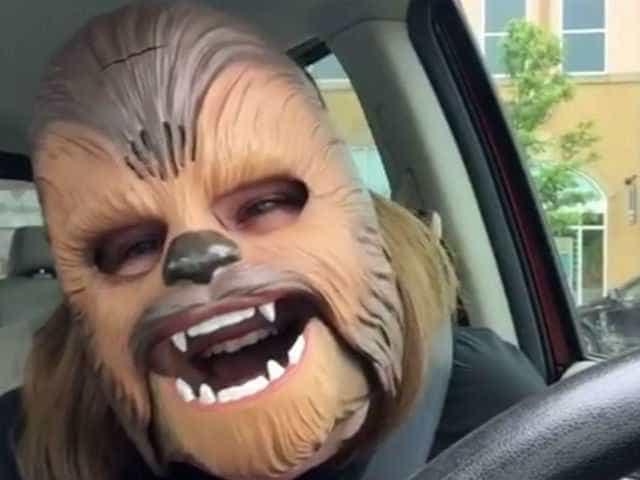 Mãe Chewbacca visitou as instalações do Facebook