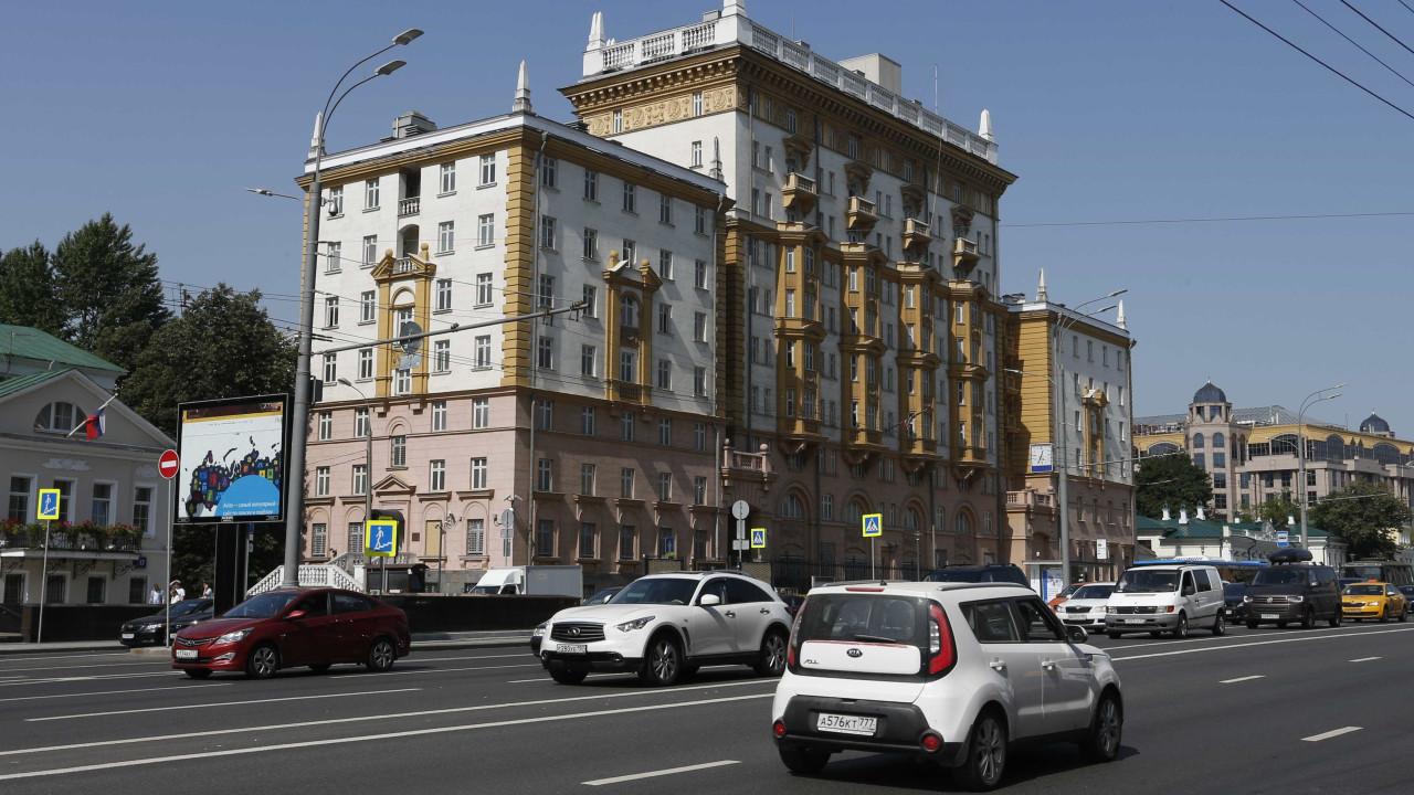 Embaixada dos EUA na Rússia suspende emissão de vistos