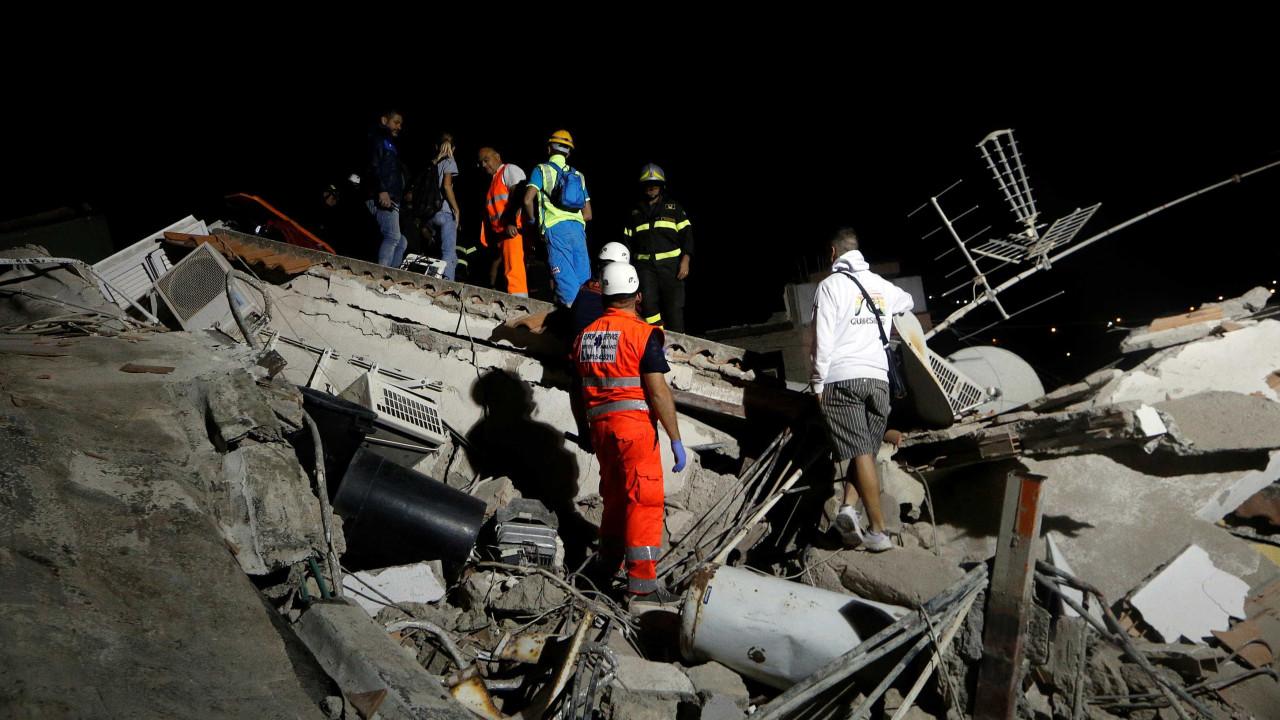 Após 16h, menino é resgatado de escombros na Itália