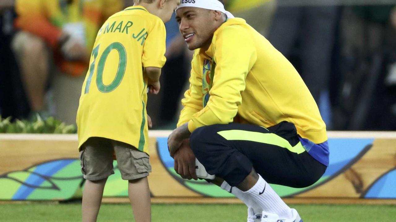 Neymar diz que quer ter mais filhos, mas não antes de 'trazer o hexa'
