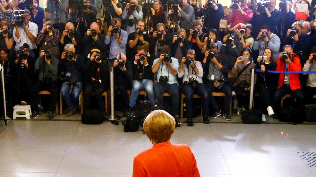 Boca de urna aponta vitória de Merkel com 32%