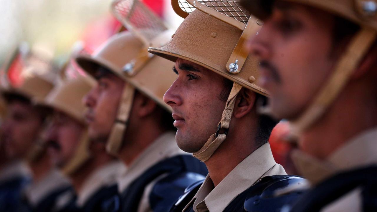 Índia e Paquistão trocam tiros na fronteira e deixam seis mortos