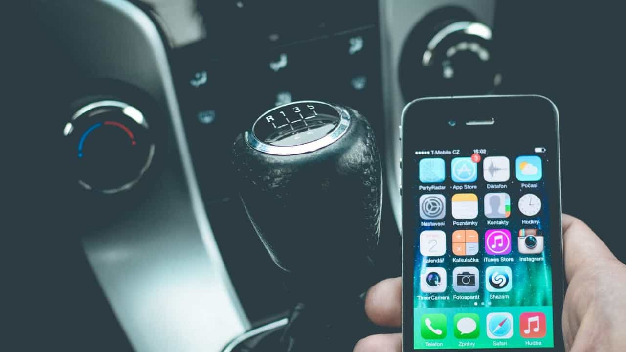 Resultado de imagem para Chave digital de carros poderá ser baixada pelo celular