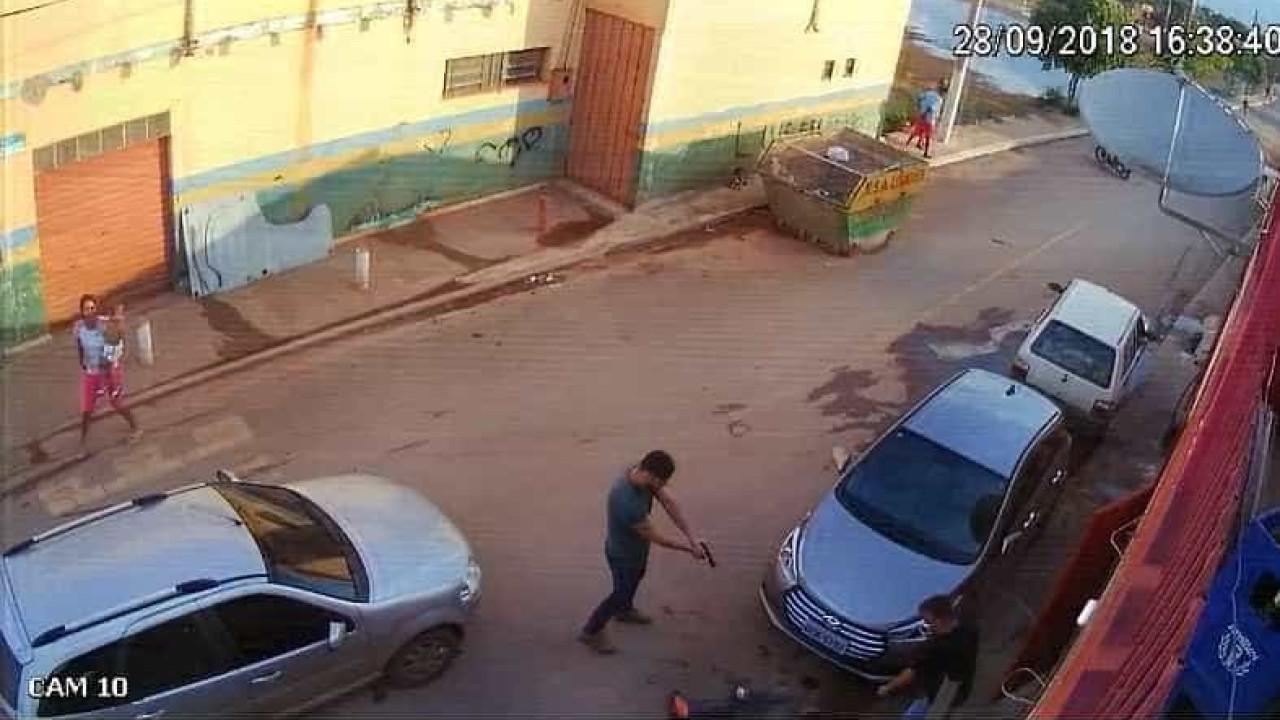 Resultado de imagem para Homem reage a abordagem policial e é baleado na barriga por PM