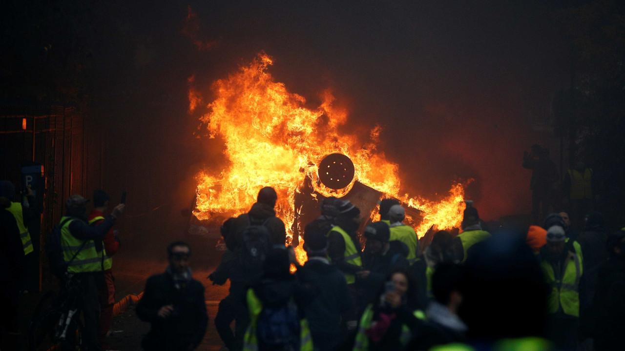 Resultado de imagem para Mais de 200 são presos e 65 ficam feridos em novo protesto em Paris