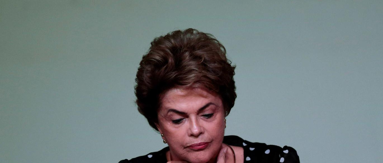 """Dilma sente """"dificuldade"""" maior no impeachment que em luta contra câncer"""