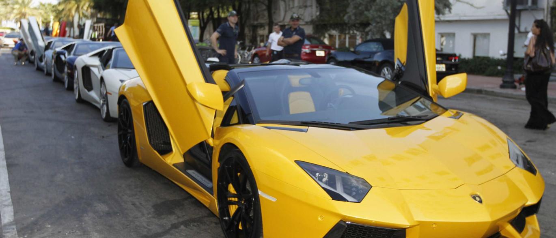 naom 5818e846f237e - Senador Fernando Collor pagou Lamborghini com 1,2 milhões em dinheiro vivo