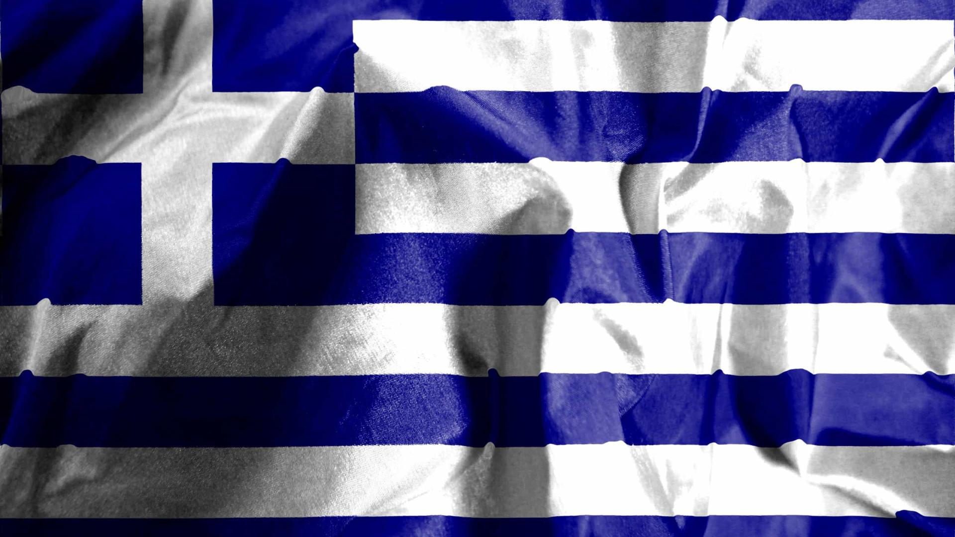 Acidente envolvendo carro e caminhão deixa 11 mortos na Grécia