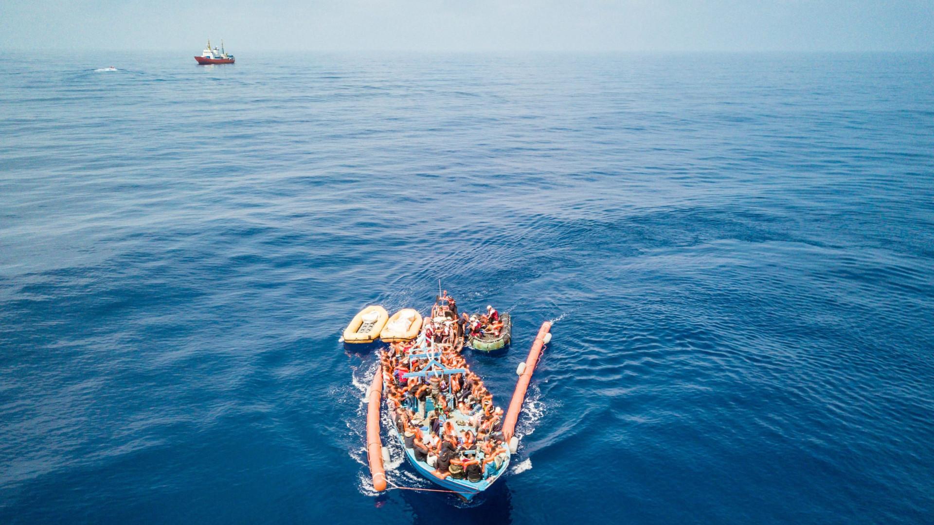 Naufrágio de balsa deixa 4 mortos e 14 desaparecidos no Marrocos