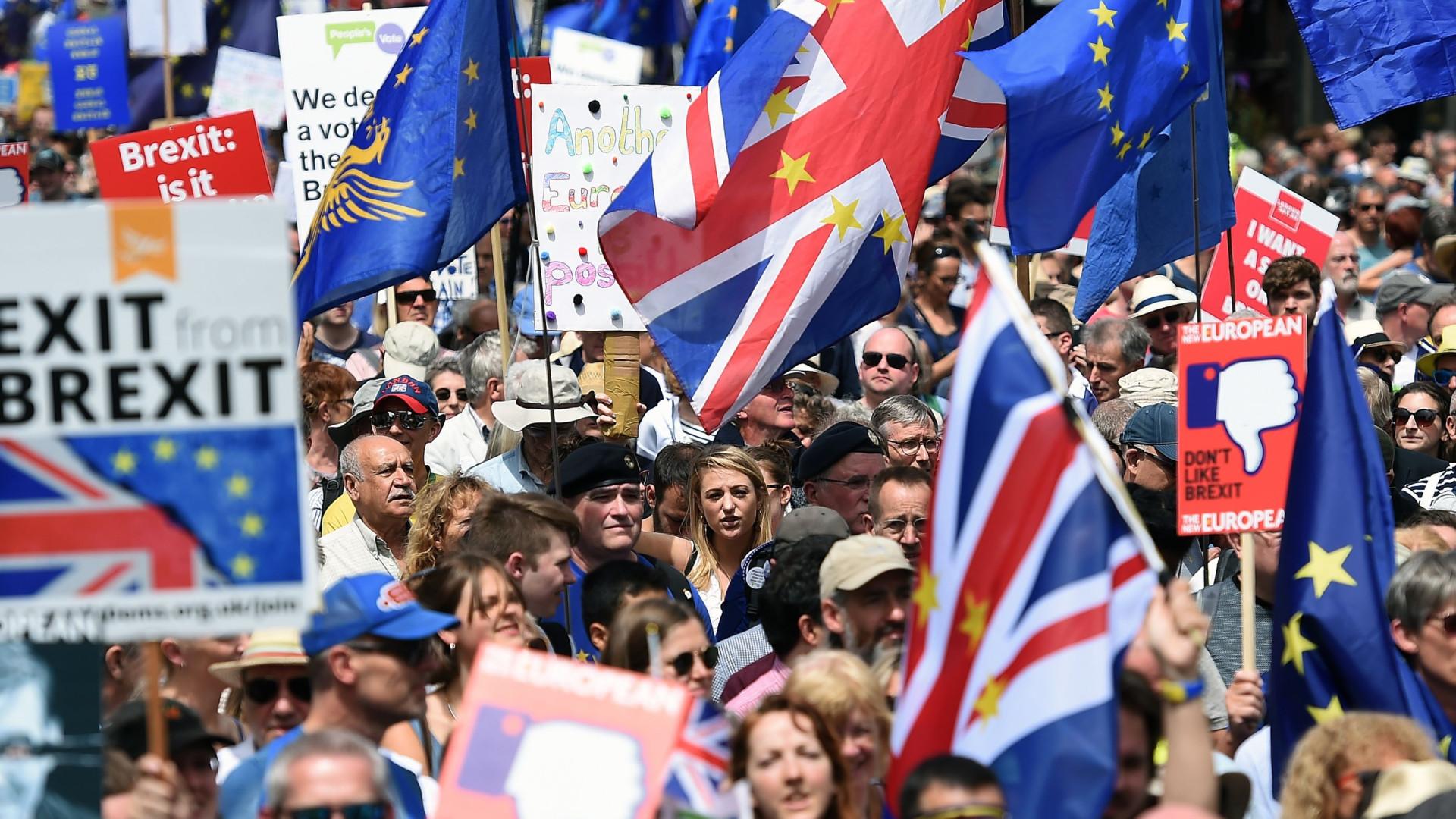 Manifestantes em Londres pedem segundo referendo ao 'Brexit'