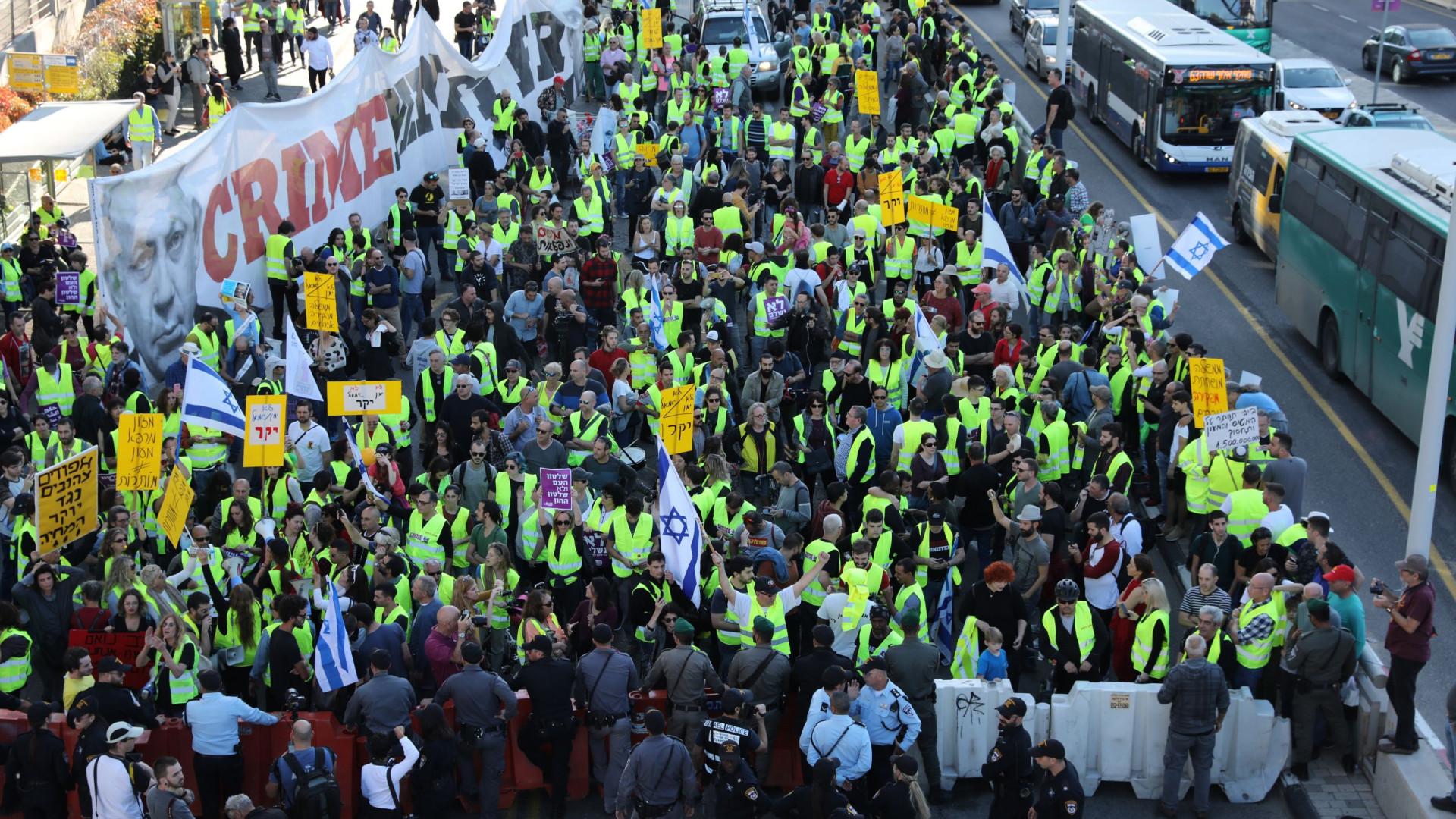 'Coletes amarelos' vão às ruas contra alta do custo de vida em Israel
