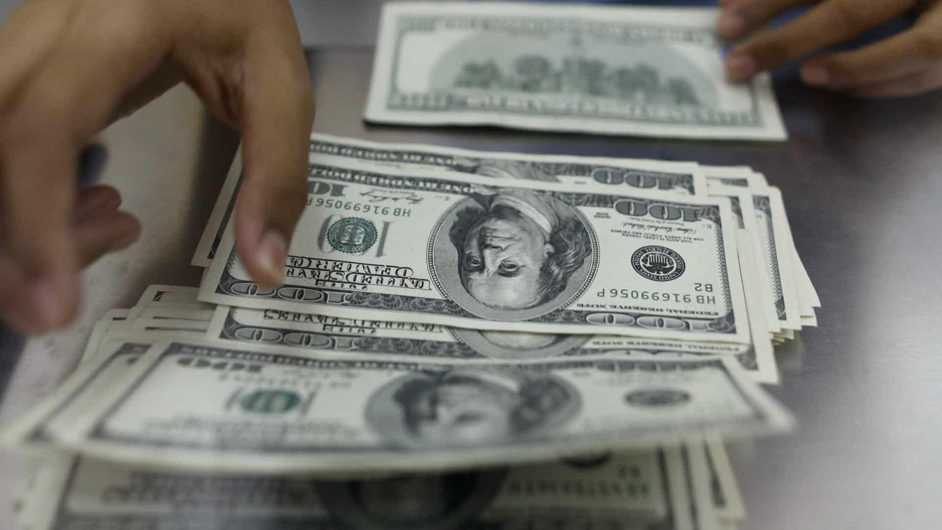 Aplicativo permite colocar mulheres nas notas de dólar
