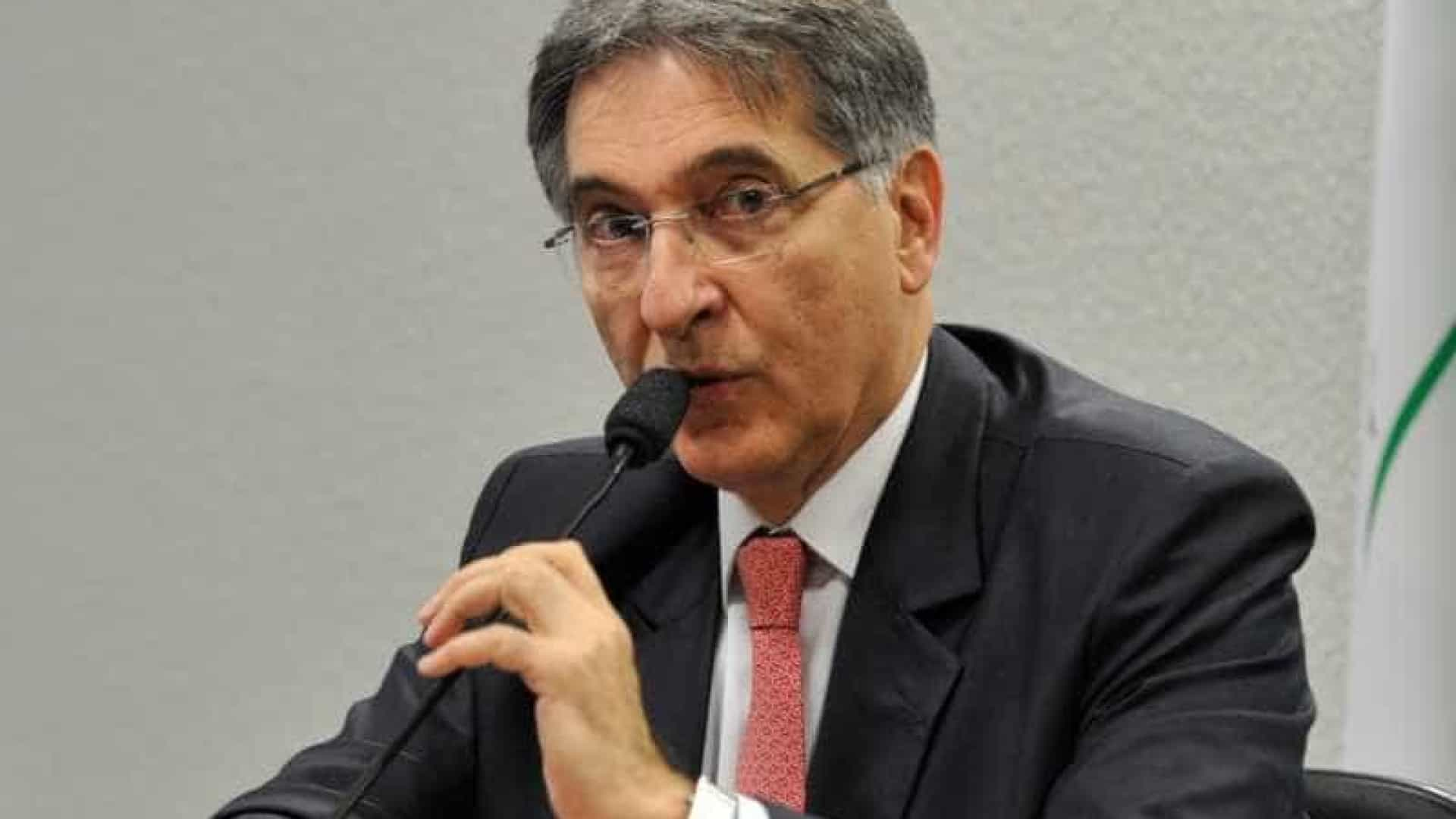 Fernando Pimentel é acusado de tráfico de influência