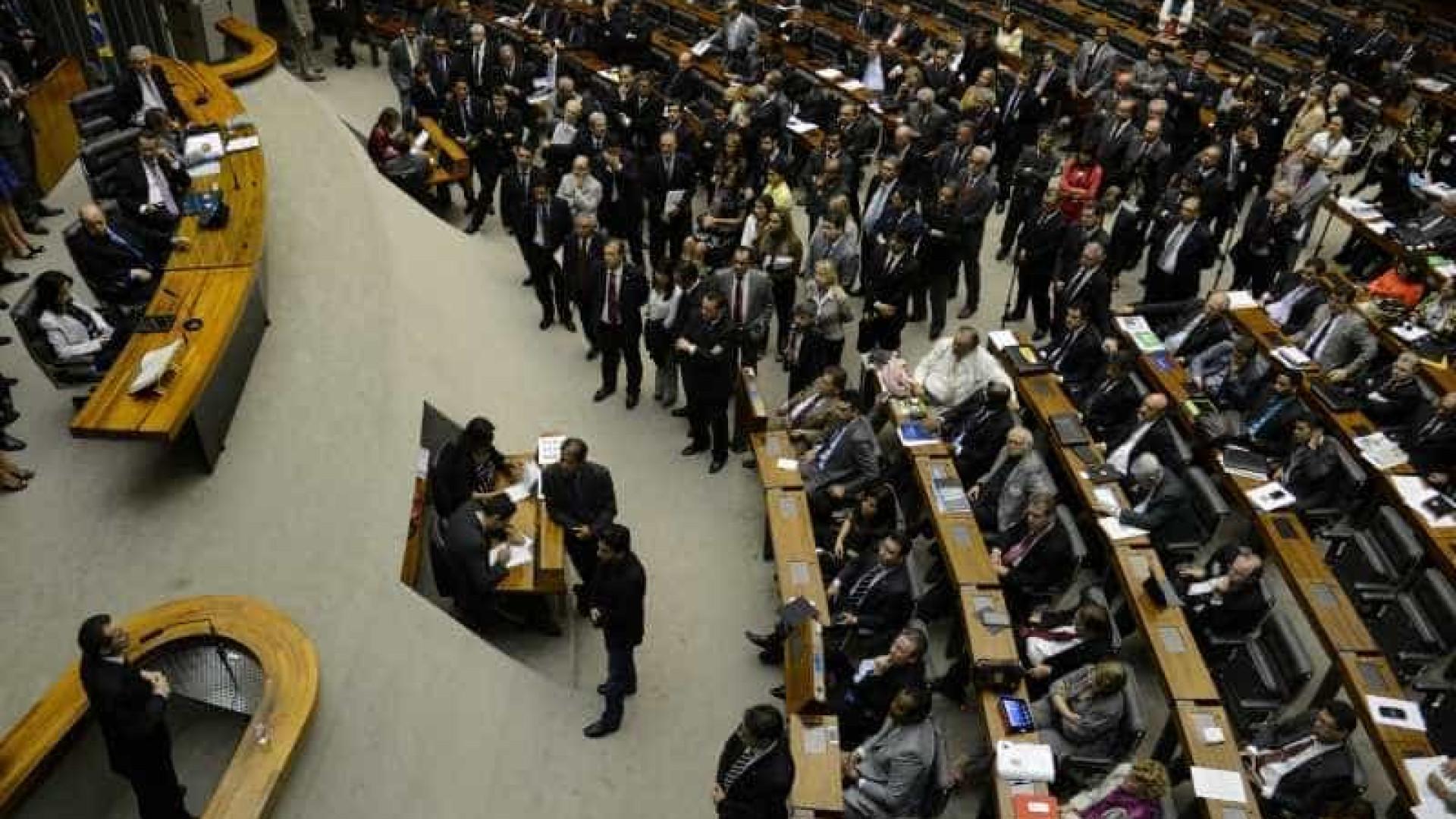 Após pressão, 24 deputados mudam o voto na reforma trabalhista