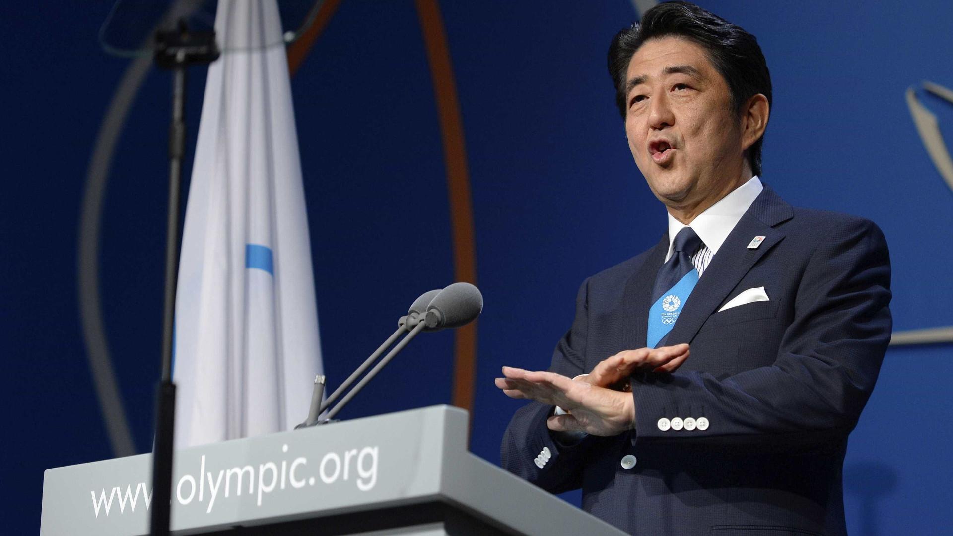 Primeiro-ministro do Japão renova governo com 13 novos ministros