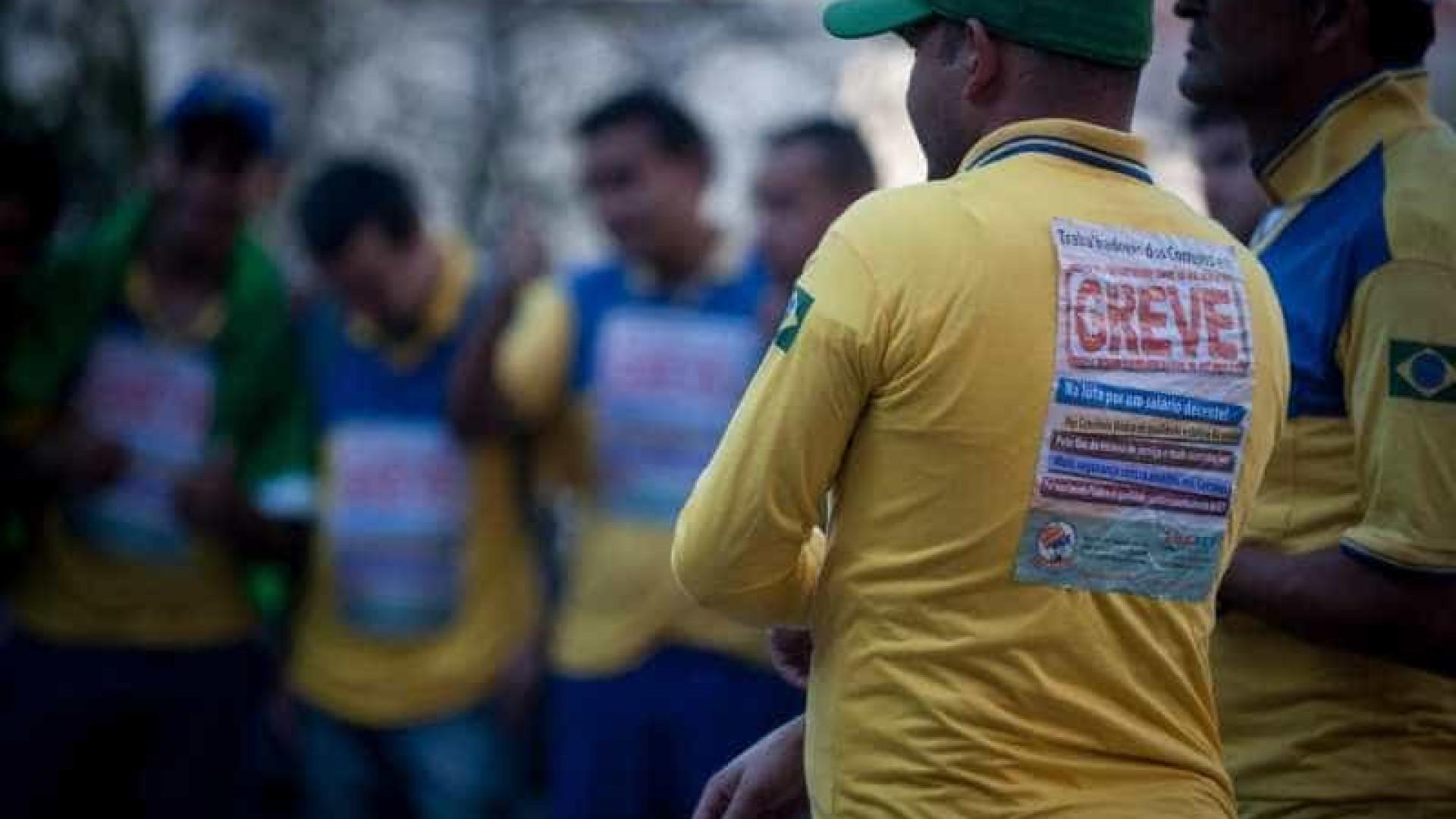 Funcionários voltam ao trabalho após greve — Correios