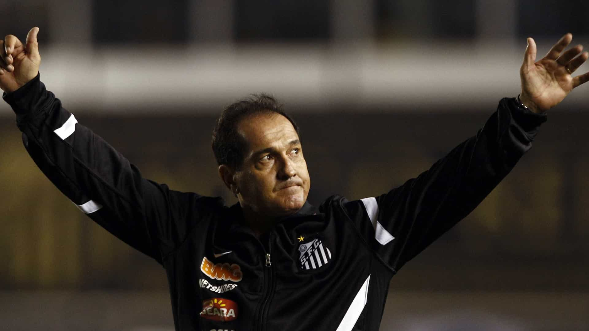 Santos define perfil experiente e tenta contratação de Muricy