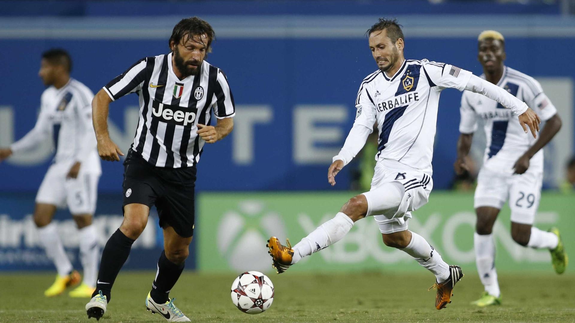 26ce7e8d52 Juventus bate Napoli por 3 a 0 e fica a 1 ponto da Roma