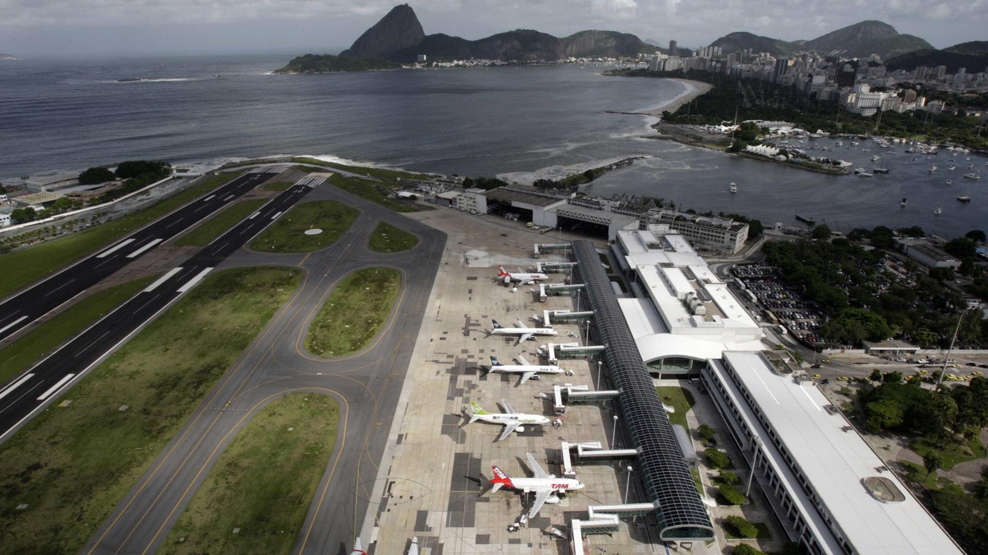 Forte nevoeiro fecha aeroporto Santos Dumont para pousos e decolagem