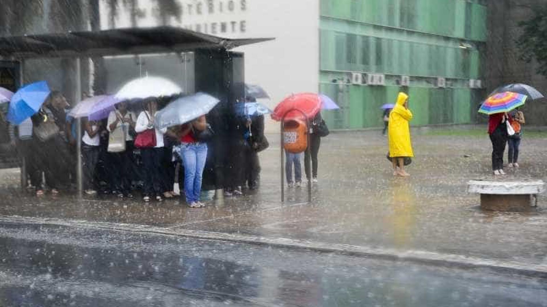Chuvas levam São Paulo a decretar estado de atenção