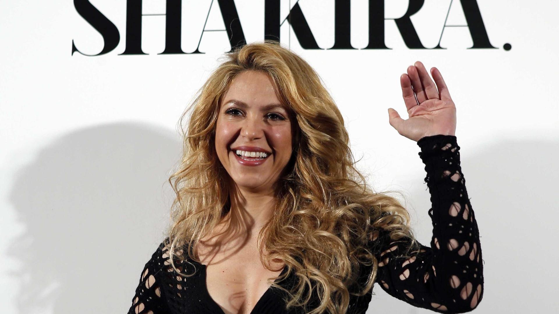 Shakira obrigada a cancelar cinco concertos