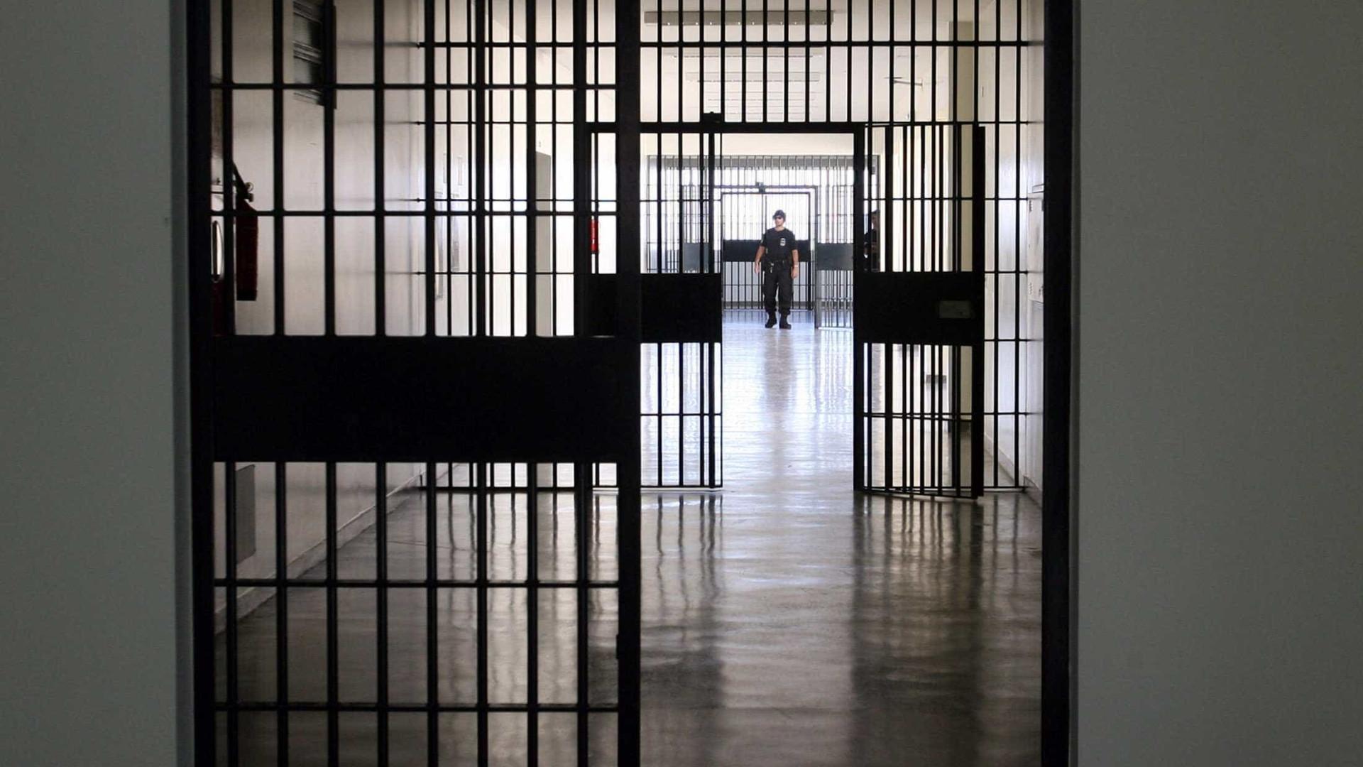 Menino de 12 anos é encontrado em cela de pedófilo dentro de prisão