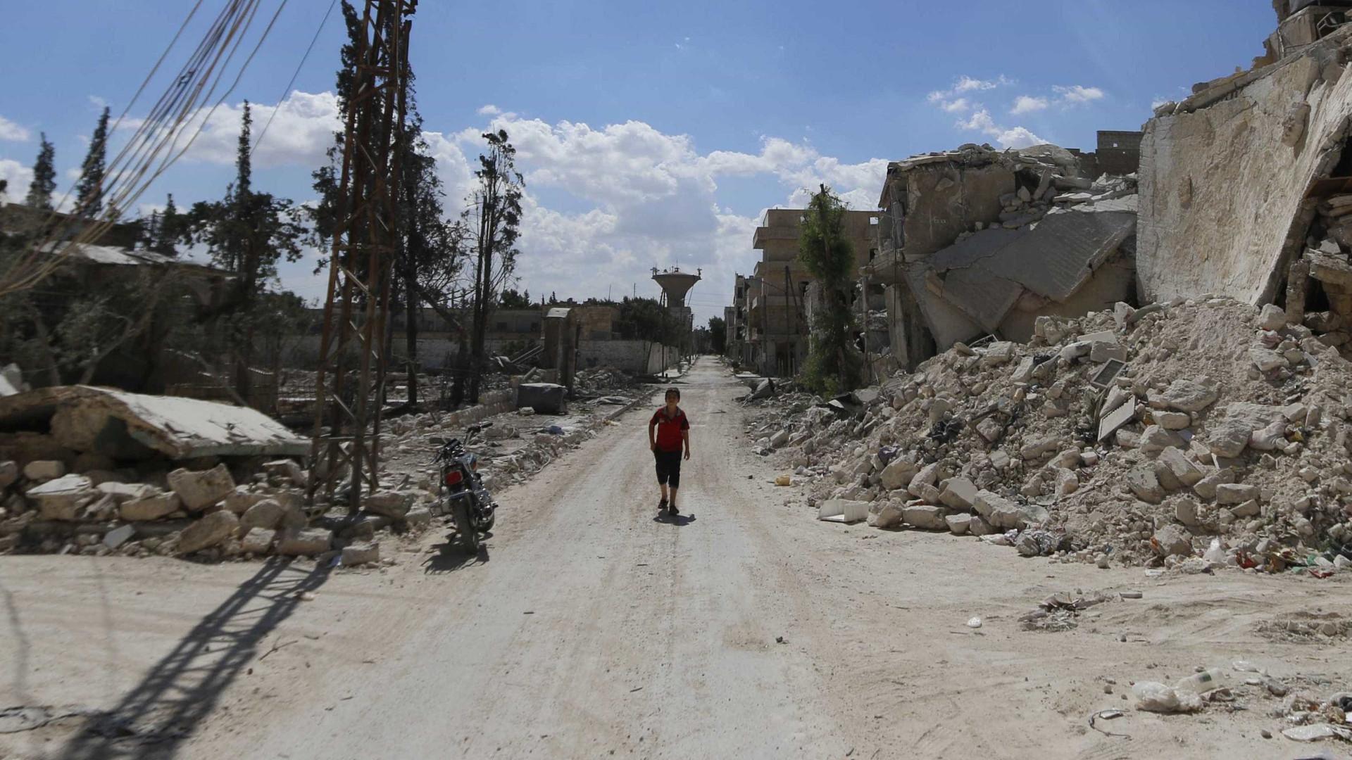 Síria: 28 civis mortos em vila dominada por rebeldes