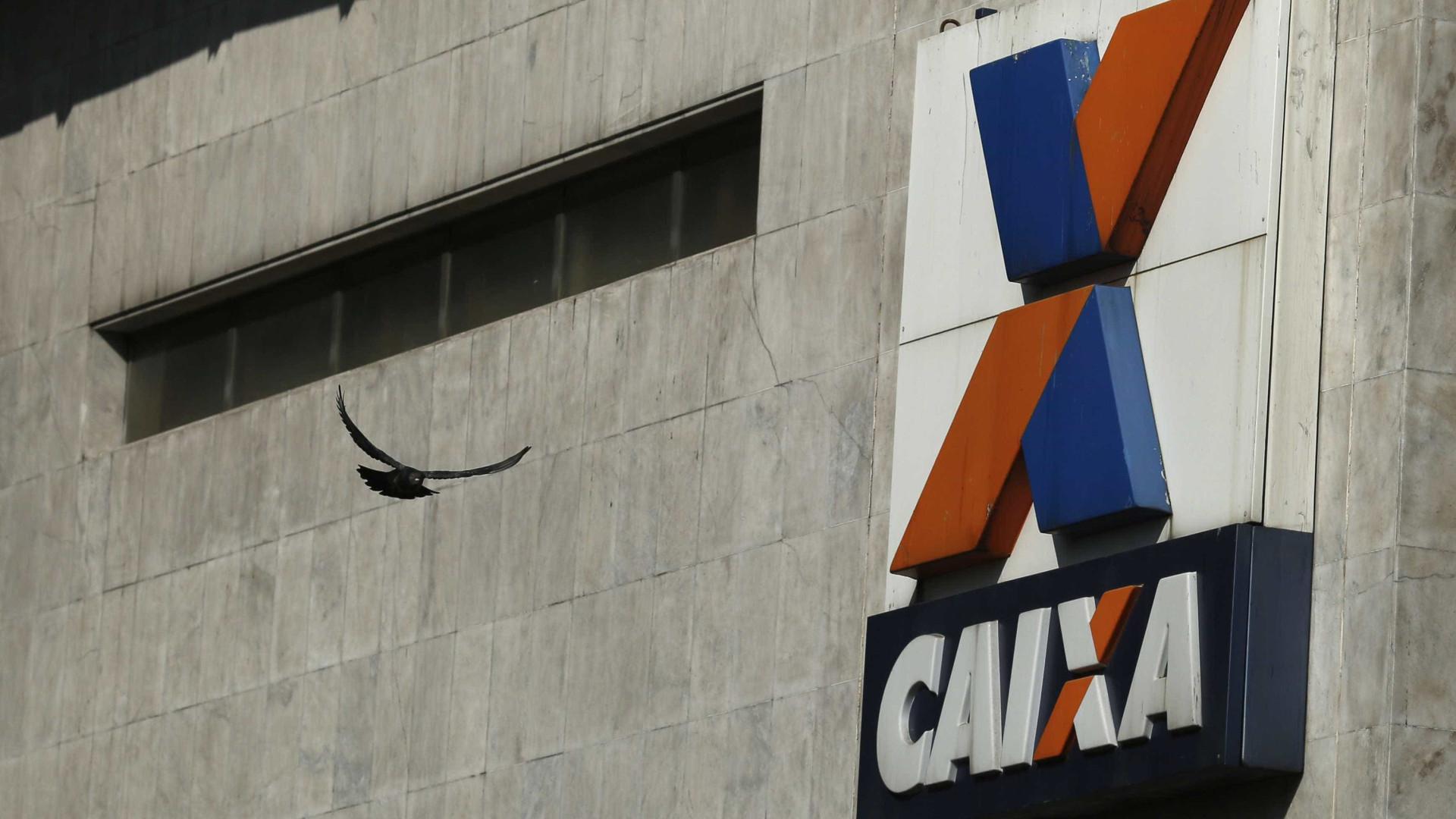 Sob protestos de funcionários, Caixa faz festa para 6 mil gerentes