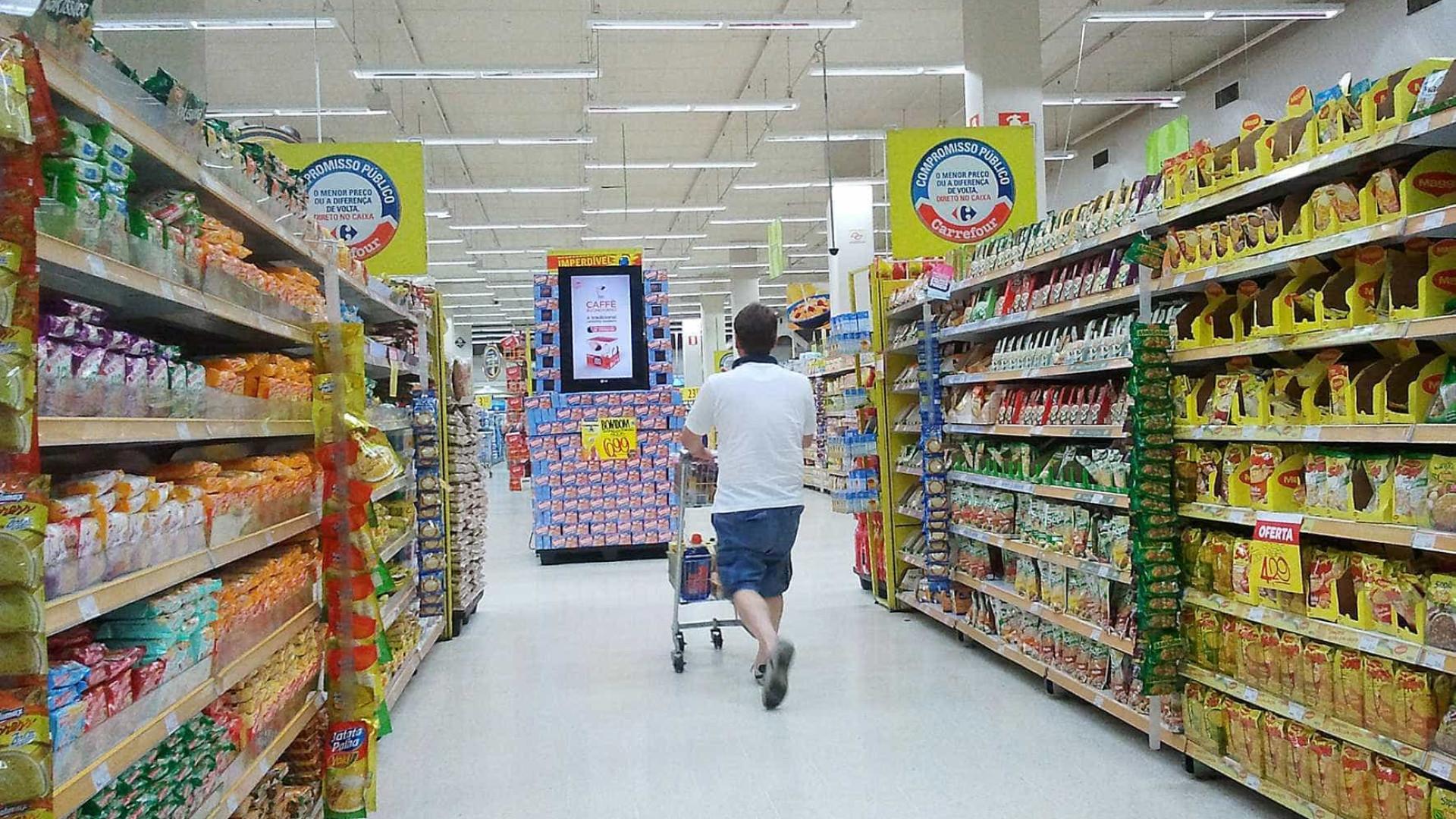 Inflação desacelera e é menor para famílias de baixa renda
