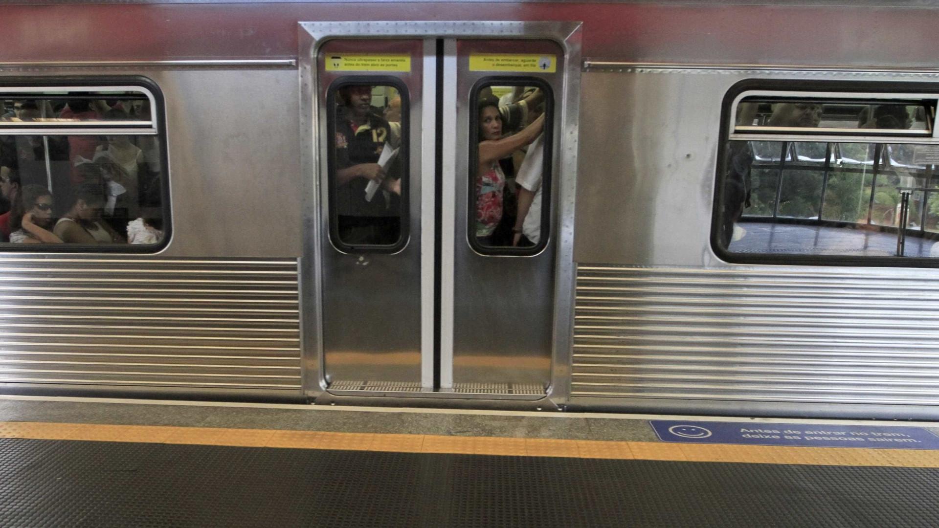 Homem foge após ejacular em mulher dentro do trem em SP