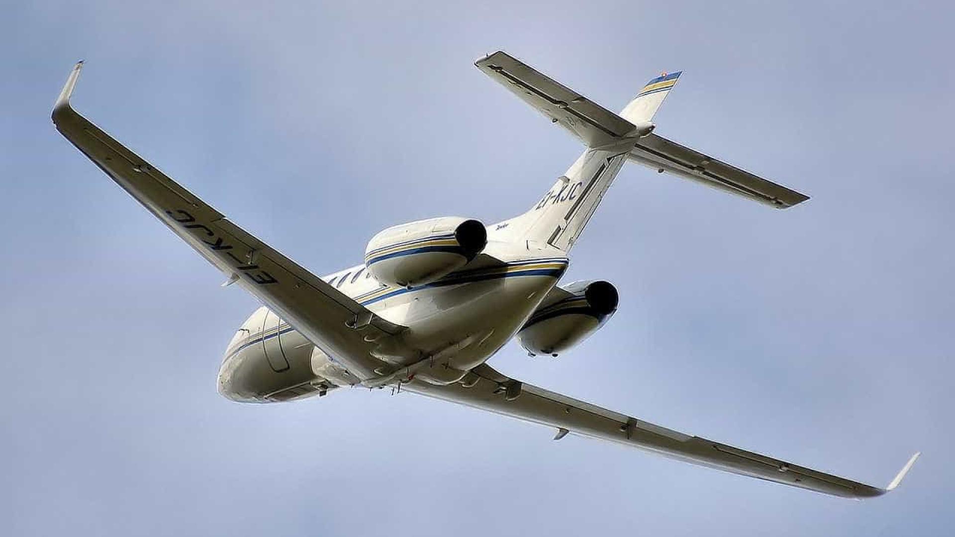 Avião que levava deputados faz pouso de emergência no MT