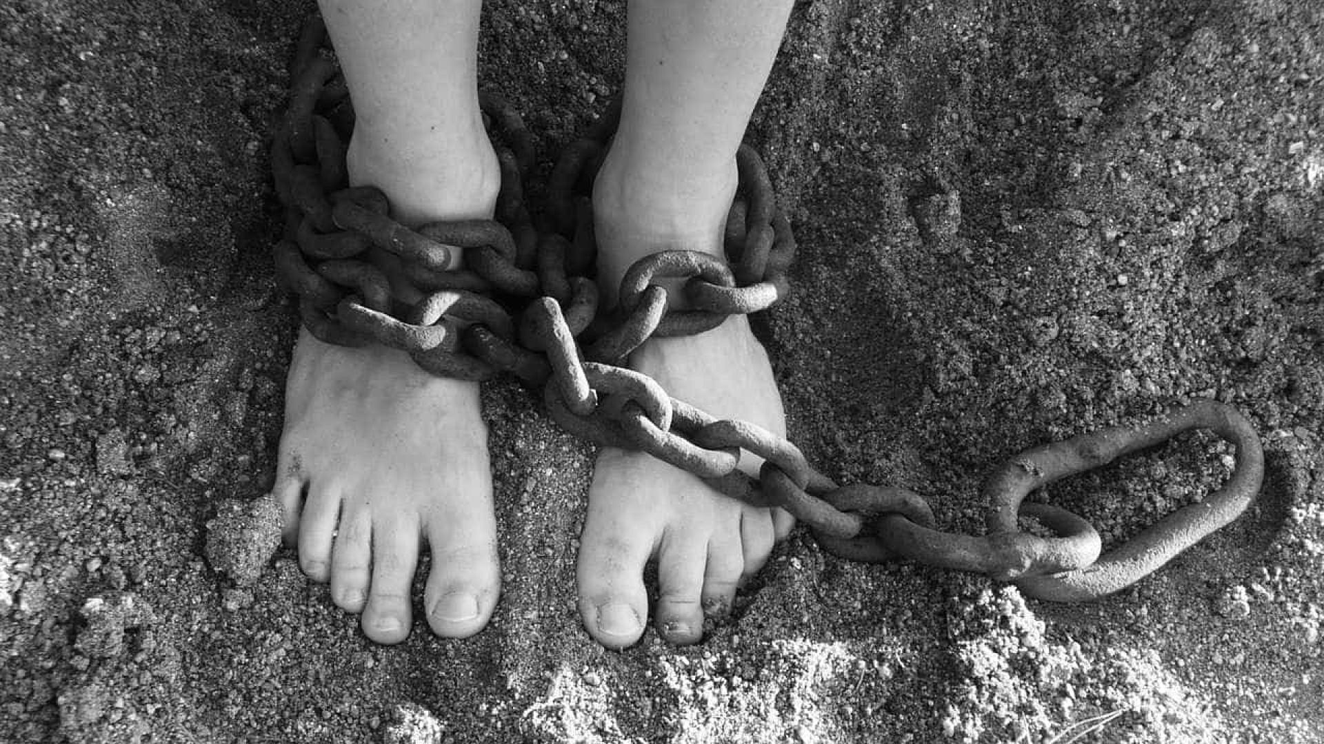 Torturada com colher quente e cigarro, jovem é achada morta no CE