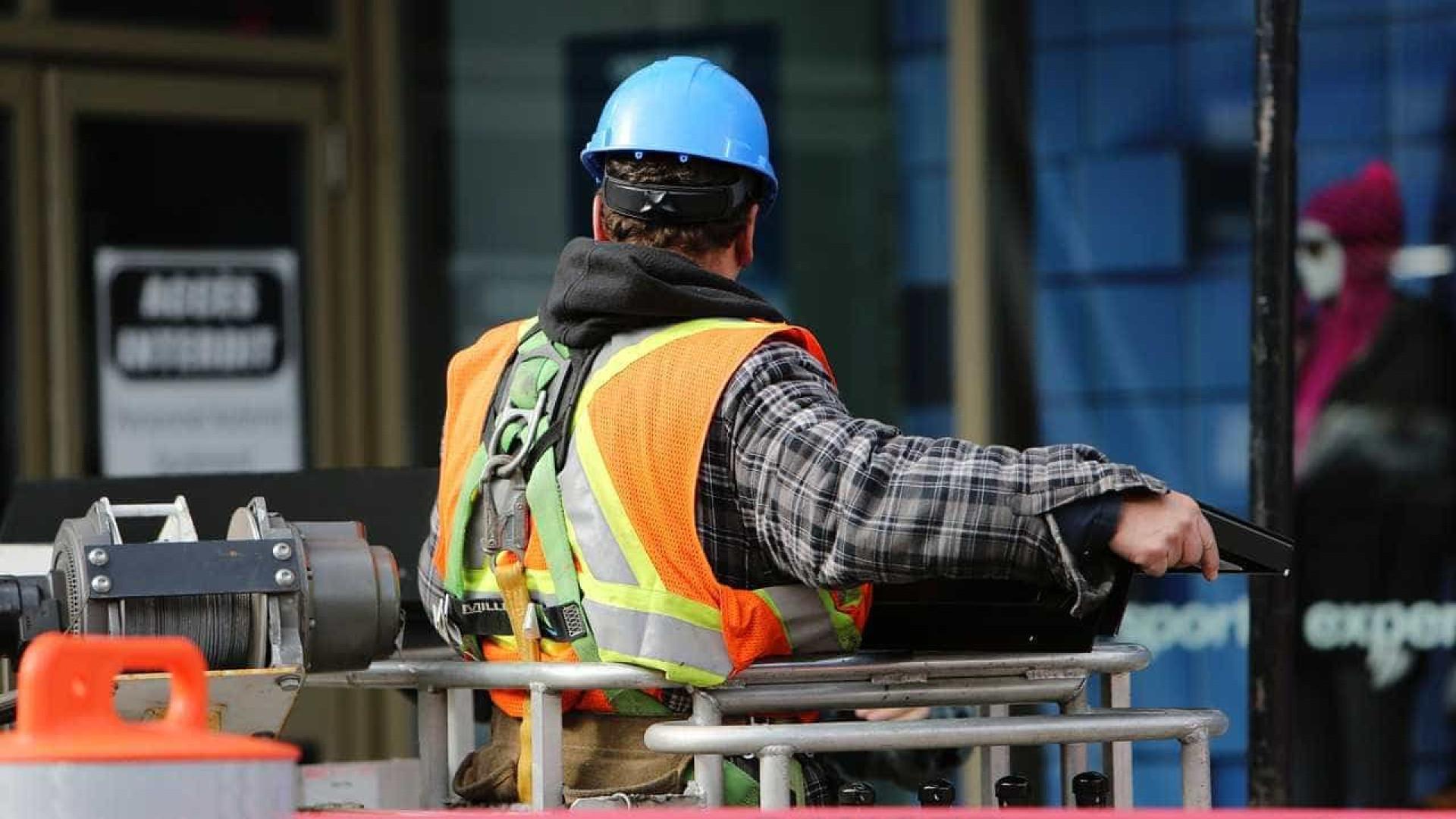 Trabalhadores da construção civil entram em greve nesta terça em SP