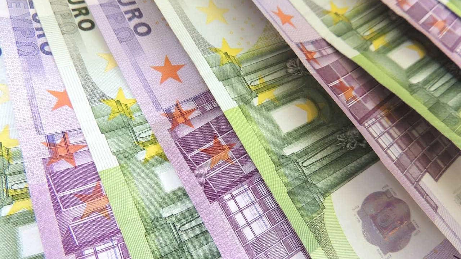 Ameaças a bancos centrais trazem riscos à economia, diz Draghi