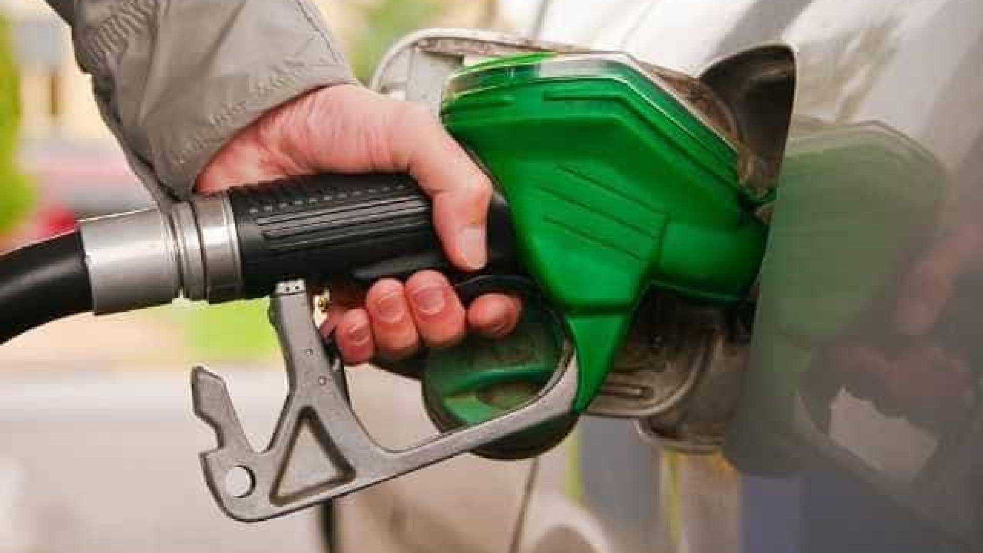 Gasolina atinge maior valor em refinarias desde reajustes diários