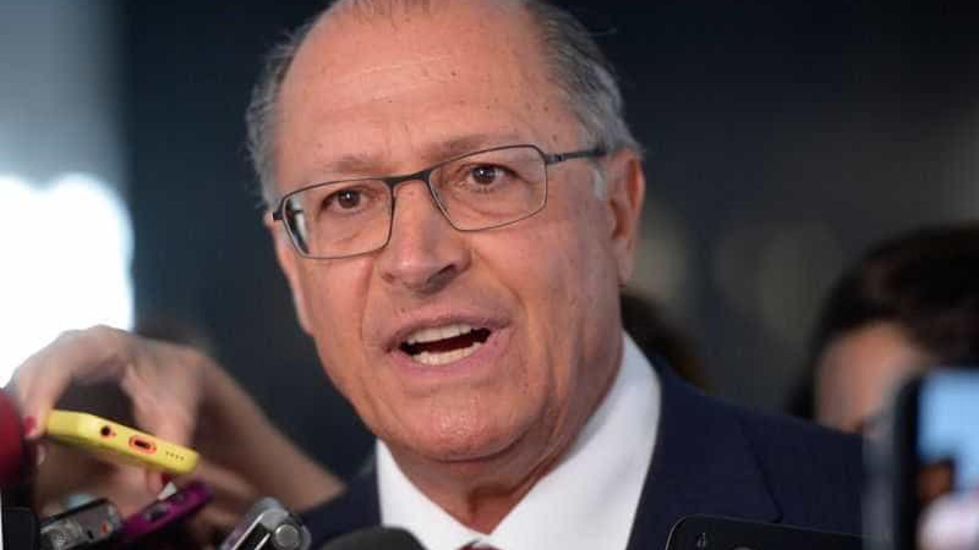Alckmin sinaliza que vai voltar a  servir carne na merenda
